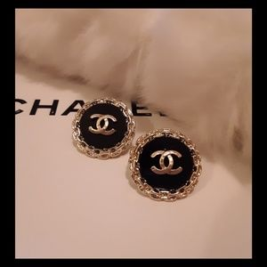 New!💄CHANEL Hammered CC Studs!